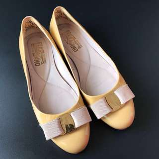 Preloved Salvatore Veragamo beige flat shoes