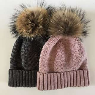 Knit hat with 100% natural fur pom