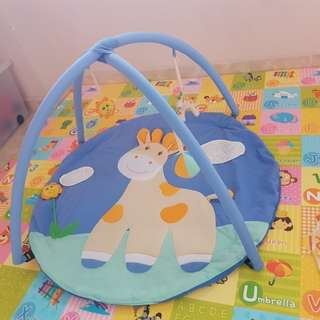 Preloved playmat with toy/ playgym
