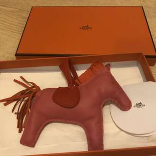 Hermes Rodeo MM Size 8w 90% new