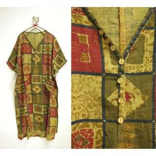 這裡 Zhè lǐ 日本小店購入,異國風情V領短袖棉麻材質洋裝