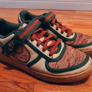 Nike Dunk low in gucci colors