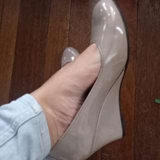 Size 7 nude shoes