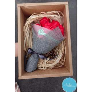 VALENTINE'S DAY BOUQUET WITH FREE GIFTS