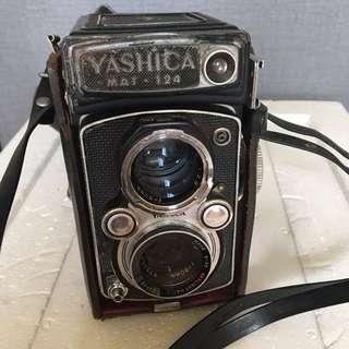 Vintage Yashica Mat 124 camera 🎥