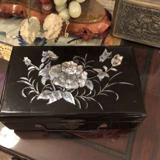 Vintage lacquer mop jewellery box