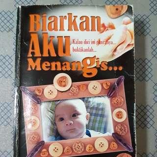 Malay Novel - Biarkan Aku Menangis