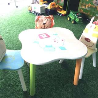 I'm Toy Geo Forest Table and chairs