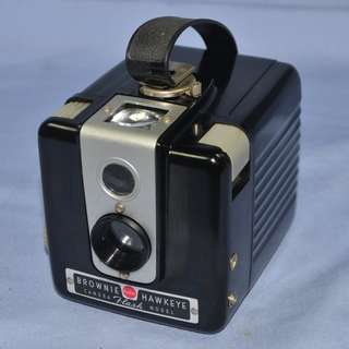 KODAK BROWNIE HAWKEYE FLASH MODEL USA CAMERA CIRCA 1950/60S