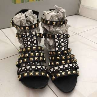 ❤️Zara studs black white sandals 👡 黑白圖案鍋釘鞋
