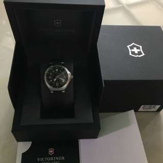 Victorinox Swiss Army, Active, Men's Watch, Stainless Steel Case, Rubber Strap, Swiss Quartz (Battery-Powered), 241470{100% authentic}
