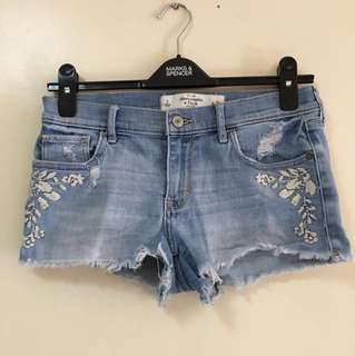 Abercrombie embroidered shorts