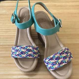 達芙妮楔型涼鞋22.5號