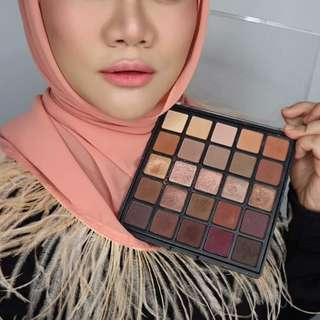 RV Eyeshadow Palette