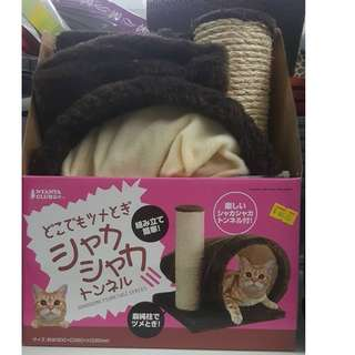 Nyanta Club Scratcher with funny noisy tunnel for cat