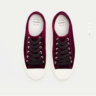PULL & BEAR RED SUEDE SNEAKERS