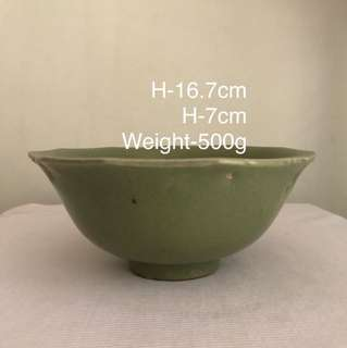 A Porcelain Incised green Glazed multi side bowl