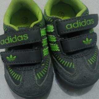 Sepatu adidas pl