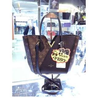 LV Louis Vuitton Brown Monogram / Black Leather V Logo Kimono Shoulder Hand Bag GHW M41855 路易威登 啡色 LV花 老花 / 黑色 牛皮 皮革 手挽袋 手袋 肩袋 袋