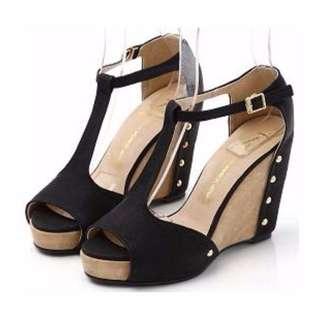 🚚 潤YOON正韓 黑色簡約鉚釘T字楔型涼鞋
