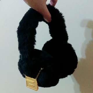 🚚 Big Bang限定b字吊飾保暖耳機式保暖黑色 耳罩