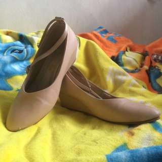 Schiaparel nude mini wedges by Adorable projects