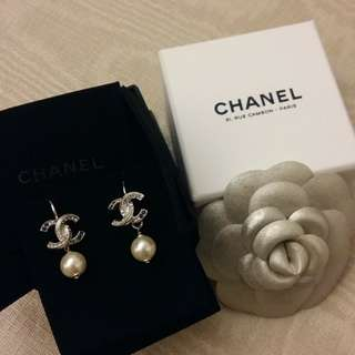 Chanel earrings 珍珠閃石耳環