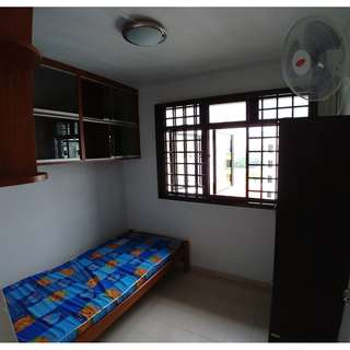 SMALL ROOM FOR RENT  (No AC)