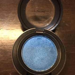 Eye shadow blue