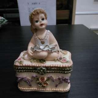 歐洲瓷器雕花首飾盒