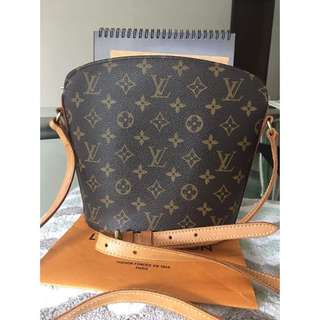 Authentic Lv drout good condition rank ab