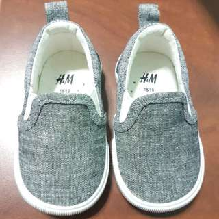 New H&M baby/toddler shoes