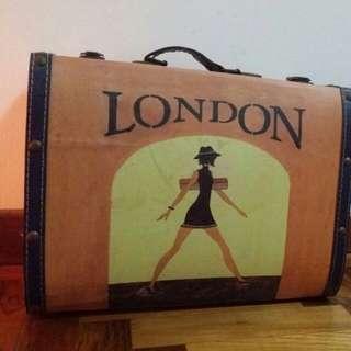 'London' briefcase