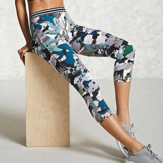 Forever 21 Abstract Capri Leggings