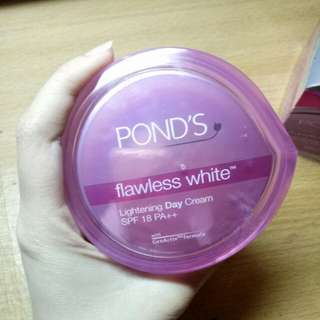 POND'S FLAWLESS WHITE