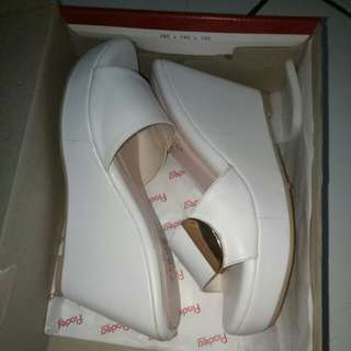 White wedges cantik