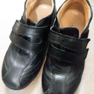 Dr.Kong返學鞋