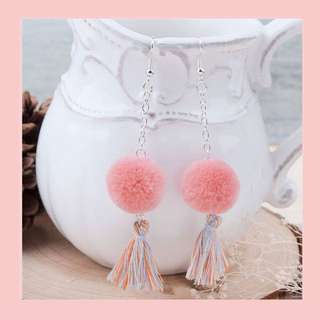 Pom poms earrings
