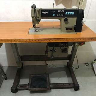 Automatic sewing machine.