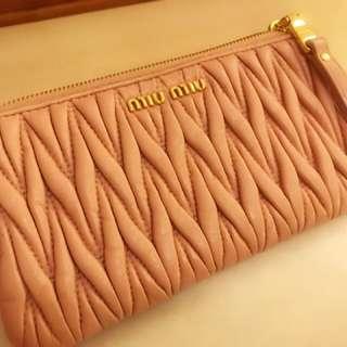Miu miu Wallet 9成新 2017年8月買  原價$2750 (有單為證)