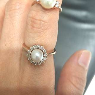 Pearl and diamond 14k gold ring