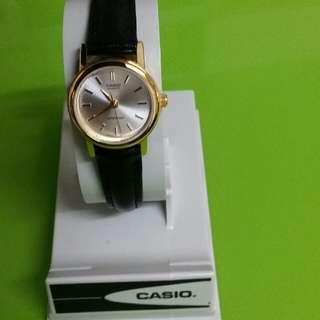 Casio女裝手錶一個,全新的,適合各種女性配帶,原價(680元)現平讓350元一個,只限調景嶺A閘交收有意請聯絡楊小姐