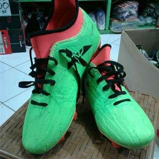 Sepatu futsal adidas (freeong jabodetabek)