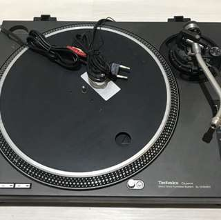 Technics SL-1210MK2 turntable vinyl player