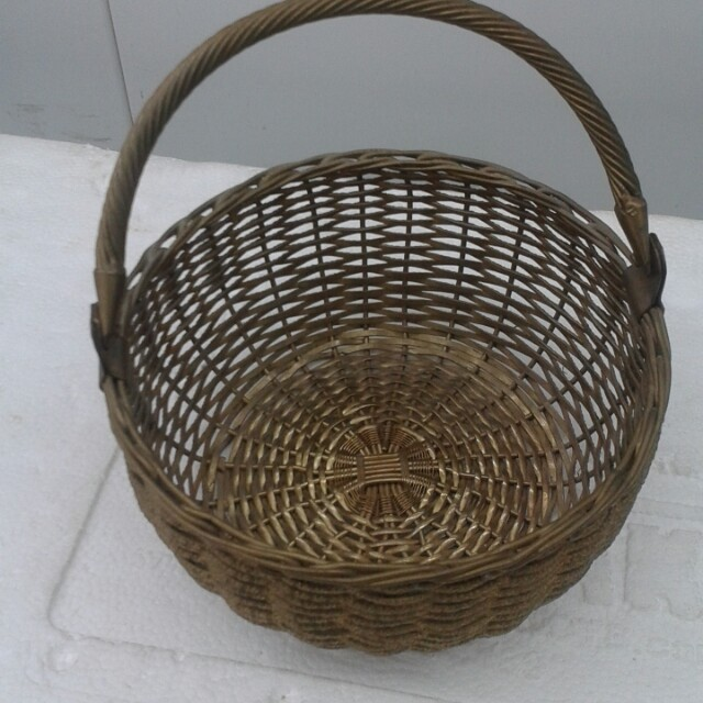 "8"" brass weaved basket"