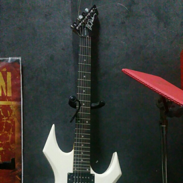 Bc Rich Warlock Music Media Music Instruments On Carousell