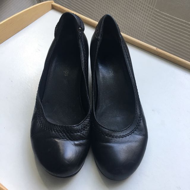 Black leather shoes retail hospitality very comfortable 7.5 size 38
