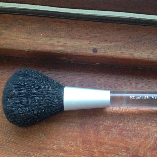 Elizabeth Arden large powder brush
