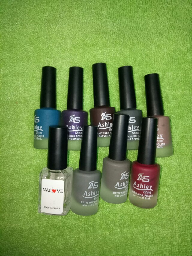 Fake nails w/ 9pcs assorted Nail Polish, Preloved Health & Beauty ...
