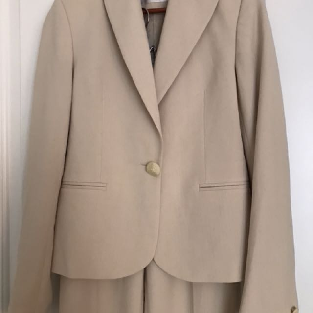 Gorgeous beige jacket with matching trousers/pants